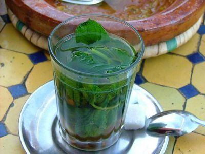 Ceaiul de menta stimuleaza digestia si ne calmeaza