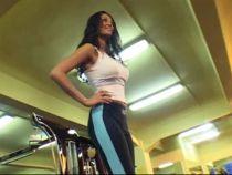 Un exercitiu pe zi cu Nicoleta: Catarari pe banca, pentru intarirea feselor!