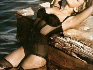 Kylie Minogue a pozat in ipostaze sexy in Ibiza! GALERIE FOTO