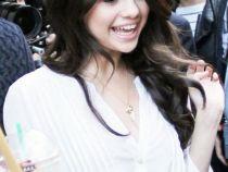 "Selena Gomez: ""Imi doresc sa am un iubit care sa ma poata calma!"""