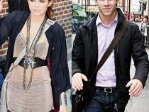 Nick Jonas si-a sarbatorit majoratul mergand cu Miley Cyrus la bowling - VIDEO