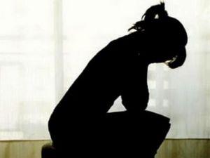 Durerea nu este iubire: Prietenul meu m-a dus la o 'petrecere' unde erau doar baieti. M-au violat pana cand m-am prefacut ca am lesinat si s-au speriat!