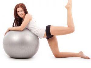 Exercitii pe care le poti face singura, acasa, pentru un abdomen plat - VIDEO