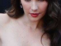 O alta vedeta a cazut in penibil la Cannes. Natalia Oreiro, intr-o rochie mult prea mica pentru bustul ei - FOTO