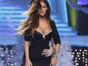 Bianca, striptease incendiar cu Victor Slav! Uite cat de mult s-a dezbracat roscata si ce miscari provocatoare a executat