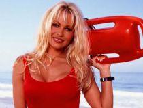 Pamela Anderson a uitat sa isi mascheze ridurile profunde. Cum arata acum celebra actrita din Baywatch