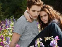 Kristen Stewart s-a despartit de iubitul ei, actorul Robert Pattinson. In ce ipostaza a fost surprinsa de paparazzi