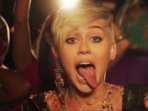 Te-ai intrebat ce a vazut Miley Cyrus la iubitul ei Liam Hemsworth? Cat de bine arata actorul fara tricou, la piscina