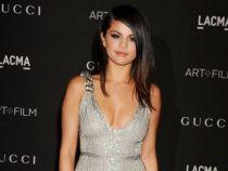 Este criticata pentru ca s-a ingrasat, dar nu se sfieste sa isi arate abdomenul. Cum s-a fotografiat Selena Gomez