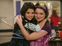 Era cea mai buna prietena a Selenei Gomez in  Wizards of Waverly Place . Cum arata acum Jennifer Stone