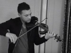 Romanul care face senzatie pe strazile din Scotia cu vioara lui revine cu o noua piesa - VIDEO
