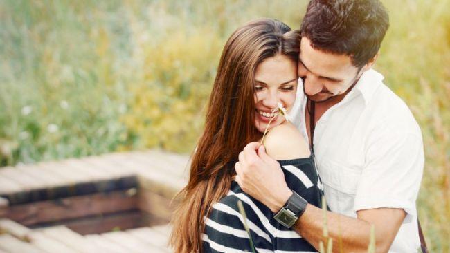 5 metode garantate prin care ii poti arata iubitului tau cat de mult il placi!