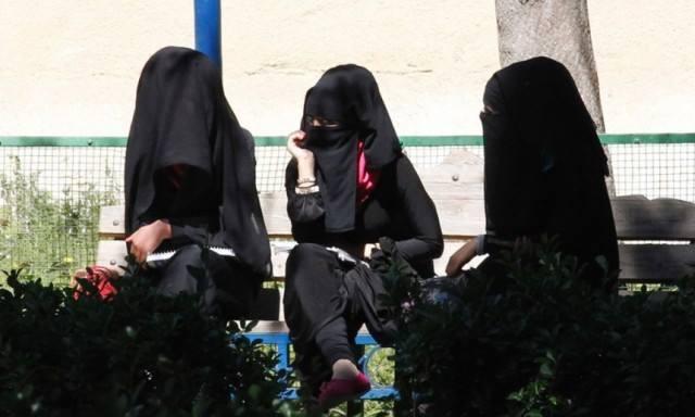 Pentru prima data, doua femei au fost DECAPITAT de Statul Islamic. E TULBURATOR motivul pentru care au fost ucise