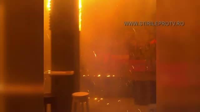 Primele imagini cu focul teribil care a cuprins clubul Colectiv. In doar cateva secunde, s-a trecut de la calm la un cosmar