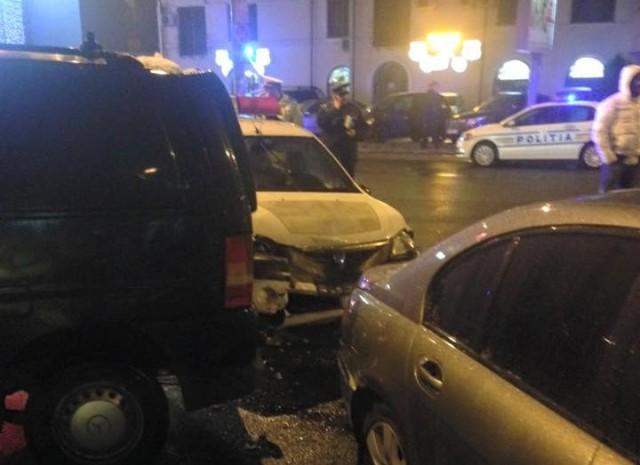 VIDEO. Masina a politiei din Bacau spulberata de un BMW X5. Cine era la volan