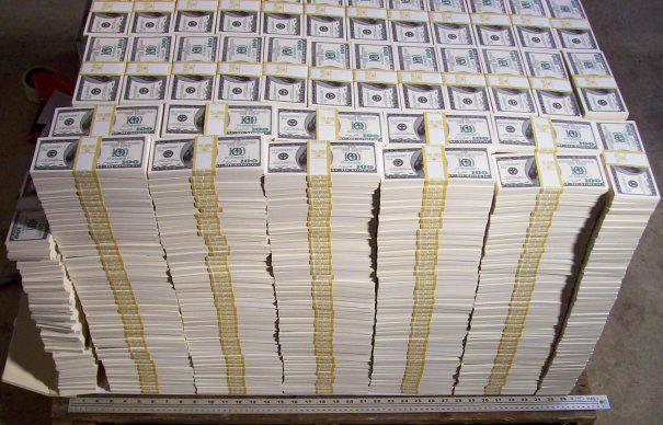Acestia sunt banii dati de o persoana pe O MASINA. Cum arata autoturismul cumparat cu 32 de milioane de euro