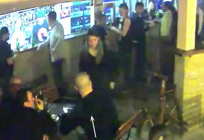 O salvamontista a fost lasata inconstienta de un barbat, intr-un bar din Straja. Bataia a fost filmata. Ce a urmat