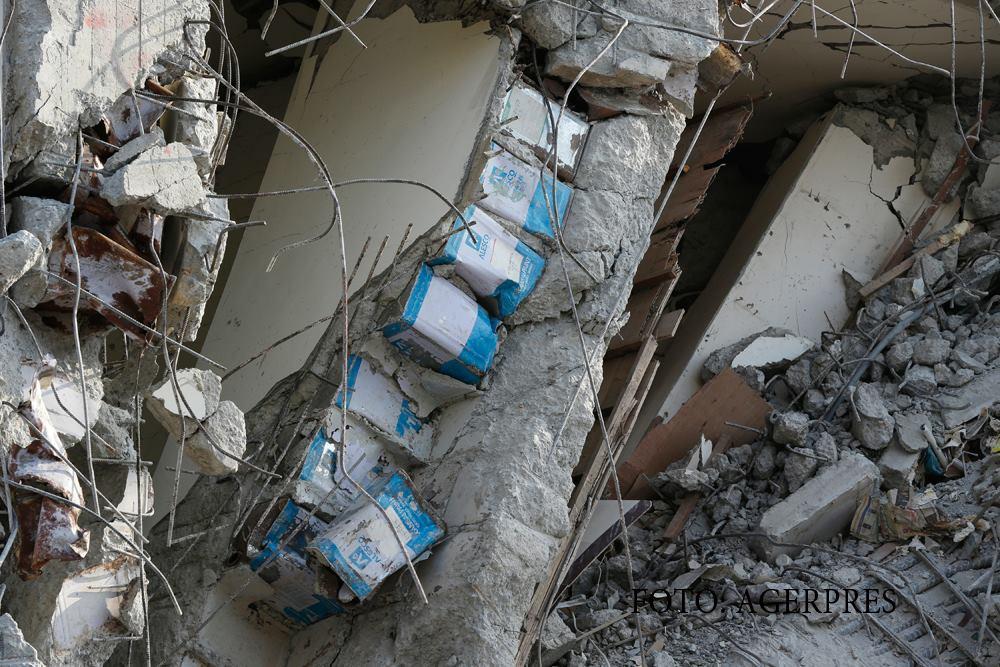Observi detaliul din aceasta imagine? Descoperirea facuta de salvatori in zidurile blocului de 17 etaje, prabusit dupa seism, in Taiwan