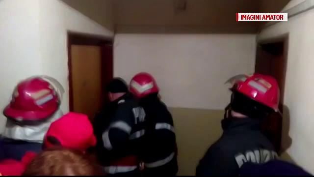 Vecinii au sunat la 112, dupa ce nu i-au mai vazut de mult pe doi soti. Cum i-au descoperit pompierii dupa ce le-au spart usa