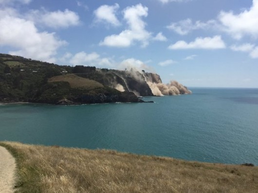 Cutremur puternic: o stanca s-a prabusit in mare! Ambulantele nu au mai facut fata ranitilor