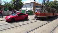 Un sofer din Galati si-a parcat masina fix pe linia de tramvai. Ceea ce a urmat este absolut fabulos