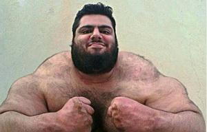 """Oamenii se sperie cand il vad pe adevaratul """"Hulk"""". Ce face uriasul in aceste imagini a devenit viral. FOTO"""
