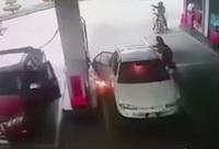 L-a lasat singur in masina si a provocat un dezastru. Ce s-a intamplat in interior