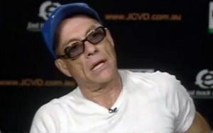 Van Damme s-a ridicat, a injurat si a plecat in timpul unui interviu LIVE. Ce l-a deranjat pe celebrul actor