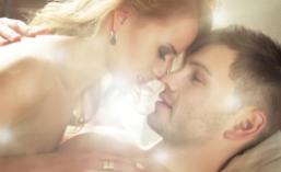 Vrei sa-l innebunesti in pat? Descopera cum sa-l seduci in functie de zodia lui!
