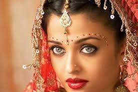Despre ea se spune ca e cea mai frumoasa femeie din  lume, dar putini stiu cum arata stotul ei. Cat de chipes e partenerul Aishwaryei Rai