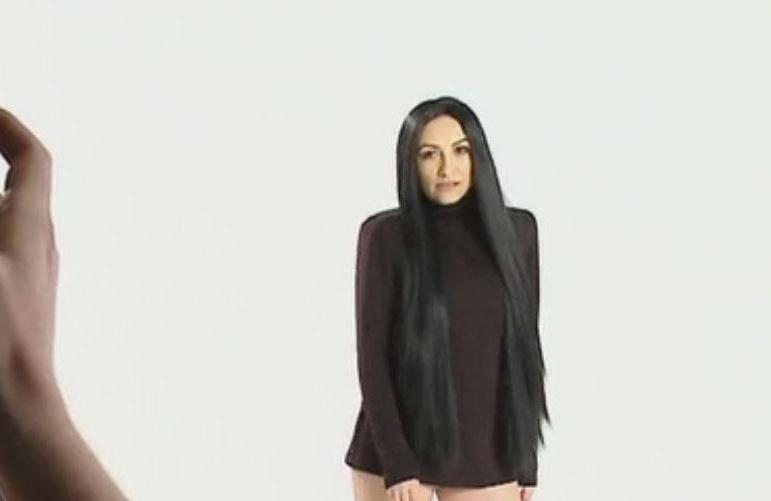 Dovada ca Andra este posesoarea unor picioare perfecte. Cum arata cantareata intr-o rochie extrem de scurta