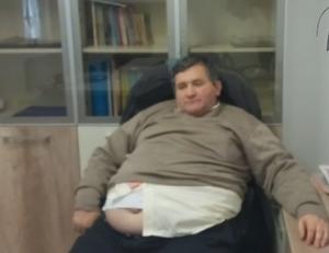 Directorul unei institutii publice, filmat beat in birou, in timpul serviciului. Ce ii spune unei angajate