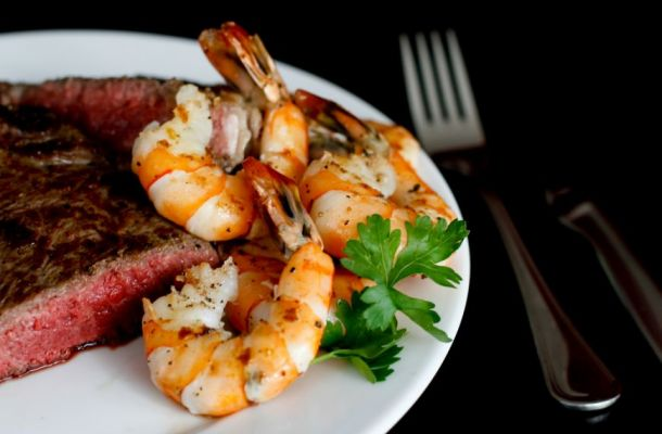 Surf and Turf, un preparat extravagant pe care il gasesti in meniul oricarui steakhouse