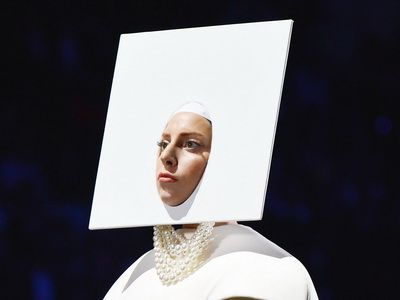 MTV Video Music Awards 2013: Lady Gaga a deschis show-ul VMA 2013. Artista a interpretat piesa 'Applause' si a schimbat 5 tinute pe scena - VIDEO