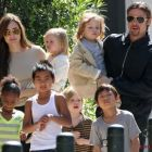 Angelina si Brad Pitt, la plimbare cu toata familia ndash; GALERIE FOTO