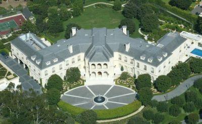 Cea mai scumpa casa din SUA, construita de Aaron Spelling, a fost cumparata de un model de 22 de ani!