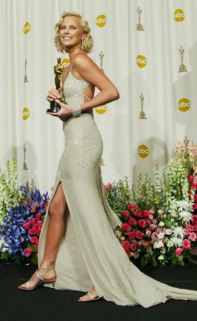 Una dintre cele mai frumoase actrite din lume, Charlize Theron anunta ca nu se va marita niciodata. Vezi motivul!