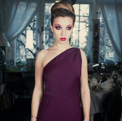 Ilinca Manolache, una dintre cele mai stilate tinere actrite din Romania: Imi doresc sa fac film dar, intre timp, sunt foarte multumita ca fac teatru