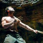 Hugh Jackman isi arata vechile gheare de os ale lui Wolverine intr-o noua imagine din film