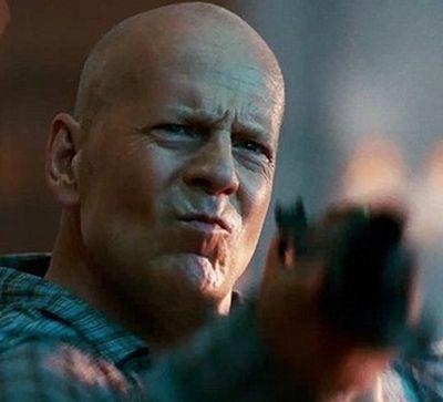 Greu de ucis 5: Bruce Willis arunca Moscova in aer in 30 de secunde intr-un nou clip din A Good Day To Die Hard