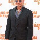 Johnny Depp a inceput turneul de promovare pentru The Lone Ranger: actorul a aparut pentru prima data in public alaturi de iubita sa, Amber Heard, in Moscova
