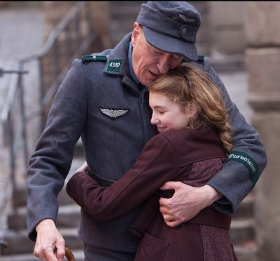 Filmul The Book Thief, un film impresionant cu Geoffrey Rush, se lanseaza in cinematografele din Romania din 28 februarie