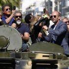 Arnold, Stallone si Jason Statham au luat cu asalt Cannes-ul: eroii de sacrificiu s-au plimbat cu tancul si au blocat traficul la Festivalul de la Cannes