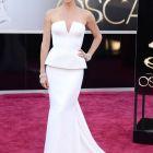 Charlize Theron, declarata cea mai sexy femeie din lume in urma cu 10 ani, ramane o frumusete incontestabila. Cum se mentine in forma
