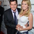 Charlie Sheen s-a despartit de logodnica sa, vedeta porno Brett Rossi