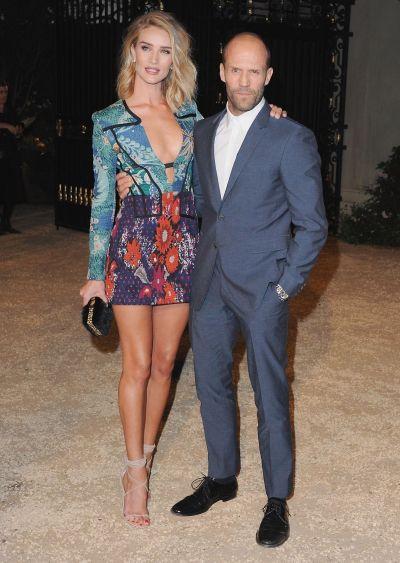 Iubita lui Jason Statham este femeia cu trup perfect. Cum arata Rosie Huntington intr-o zi obisnuita