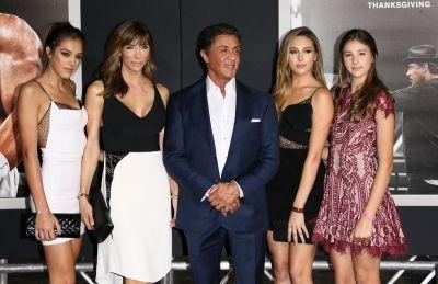 Sylvester Stallone a venit insotit de sotie si fiicele sale, la premiera filmului  Creed , al saptelea din seria Rocky. Cat de frumoase sunt fetele actorului. FOTO