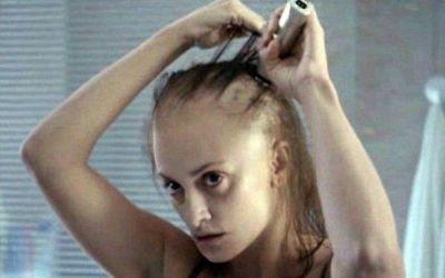 Penelope Cruz, de nerecunoscut. Imaginile in care actrita apare cheala si dezbracata, pentru un nou rol. FOTO