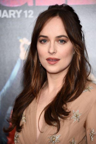 Dakota Johnson a impresionat pe covorul rosu, la premiera noului ei film, insa un detaliu i-a stricat aparitia: ce au surprins fotografii