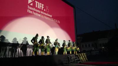 """Centrul Clujului, transformat intr-un imens cinematograf. TIFF a debutat cu premiera filmului romanesc """"6,9 pe scara Richter"""""""